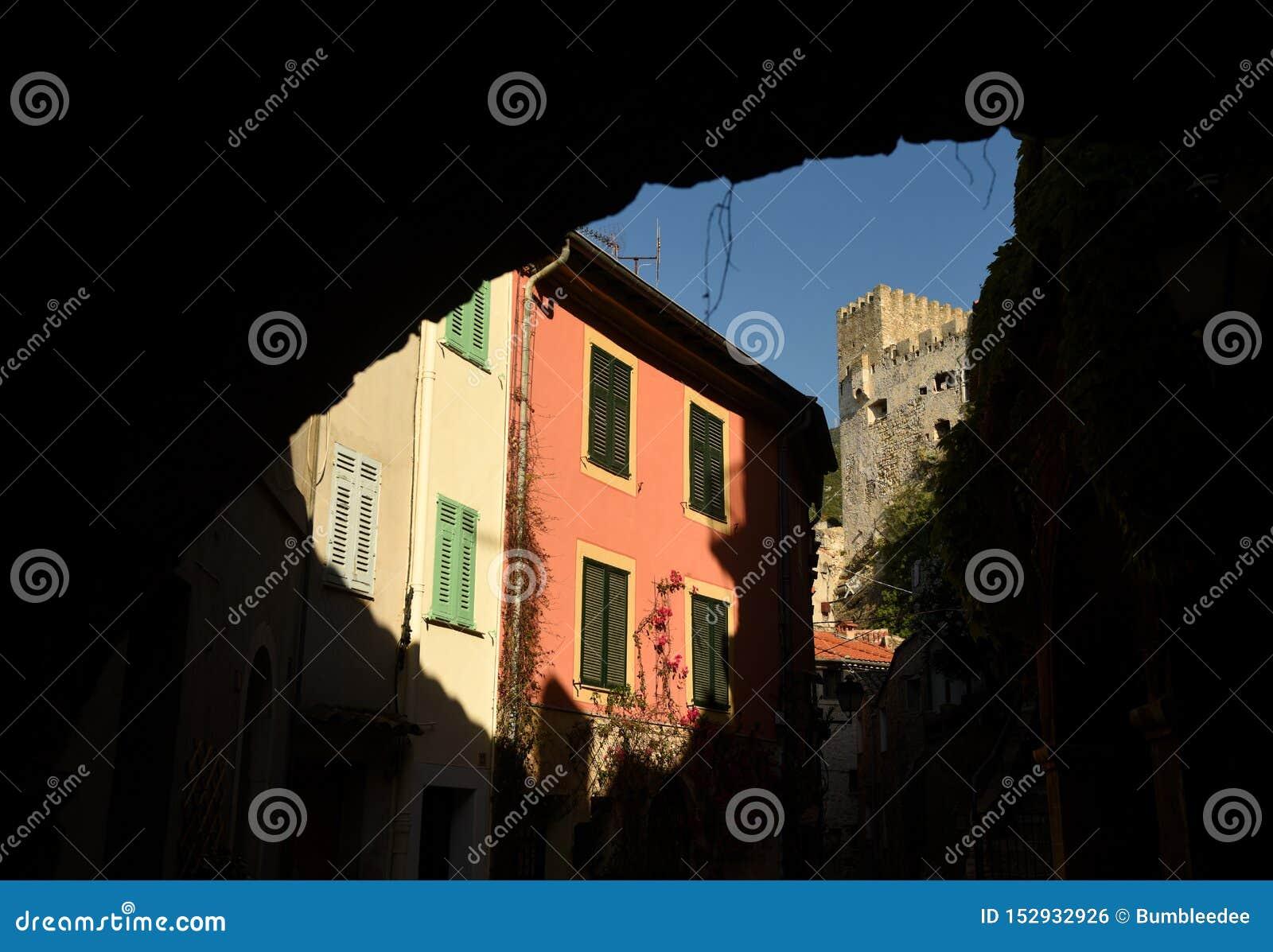 Mittelalterliches Dorf in Roquebrune-Kappe-Martin, Provence-Alpes-Taubenschlag d 'Azur, Frankreich Cote d Azur von französischem
