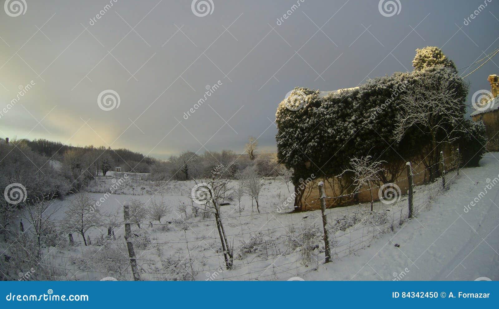 Mittelmeerdorf im Winter