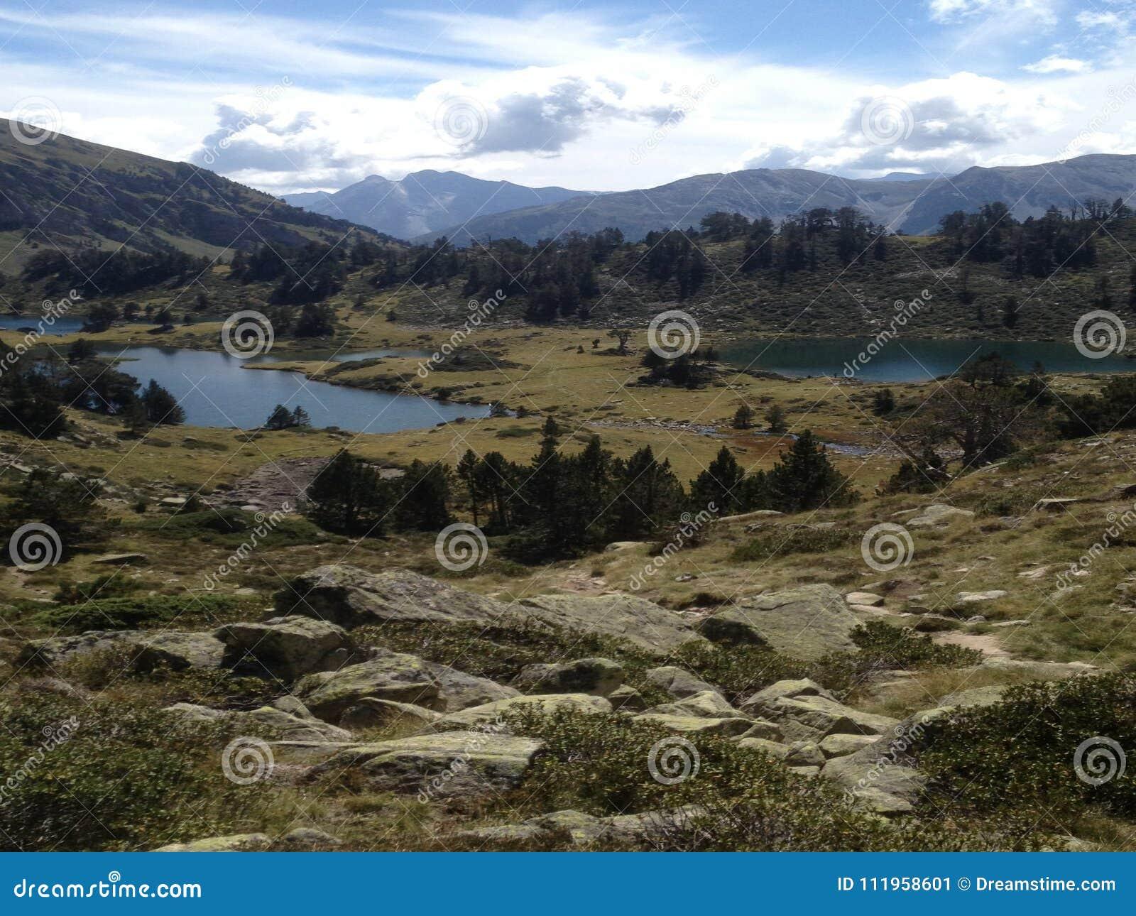 Mitten in Hochgebirge viewsight von drei Seen in der Reserve hohen Pyrenäen-neouvielle Frankreich,