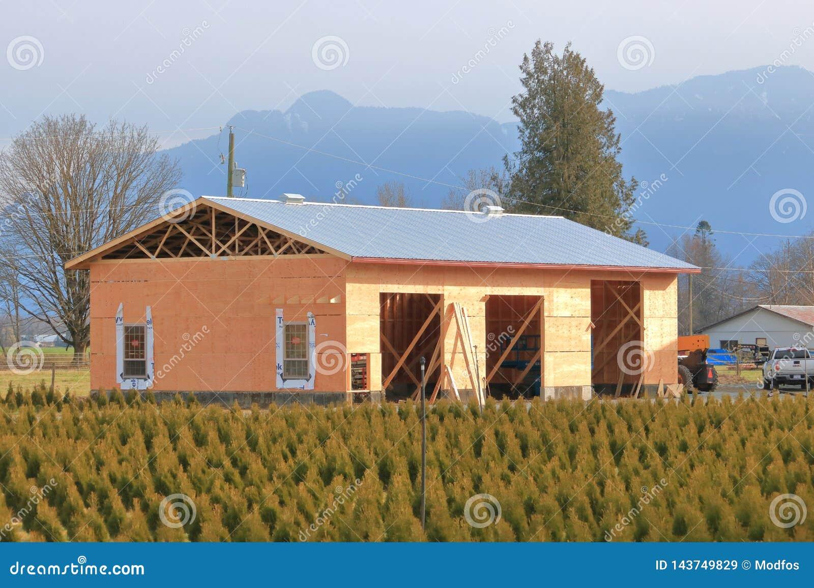 Mittlerer Wirtschaftsgebäude-Hochbau