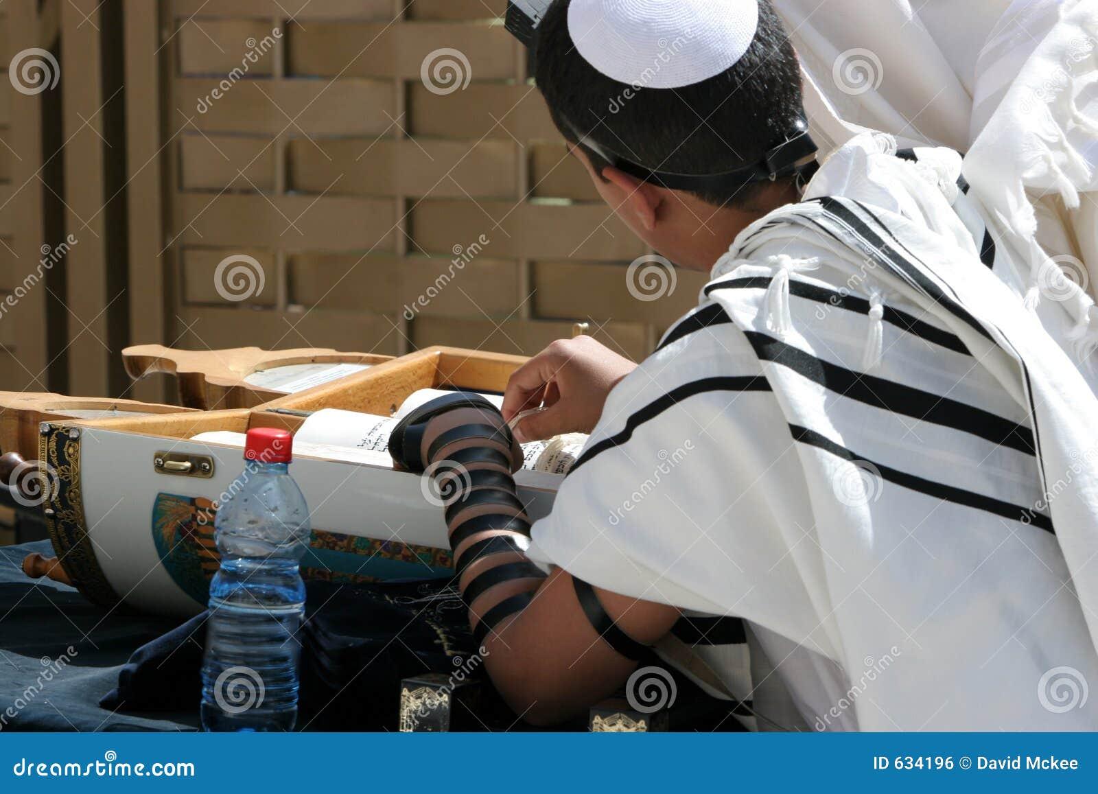 Download Mitzvah штанги стоковое фото. изображение насчитывающей оливки - 634196