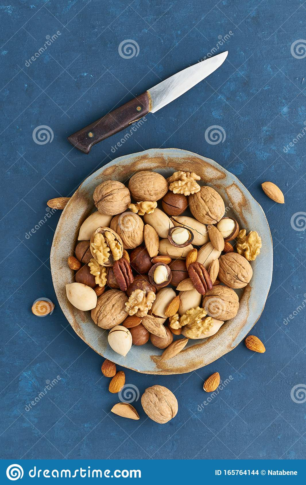 are almonds part of a vegan diet
