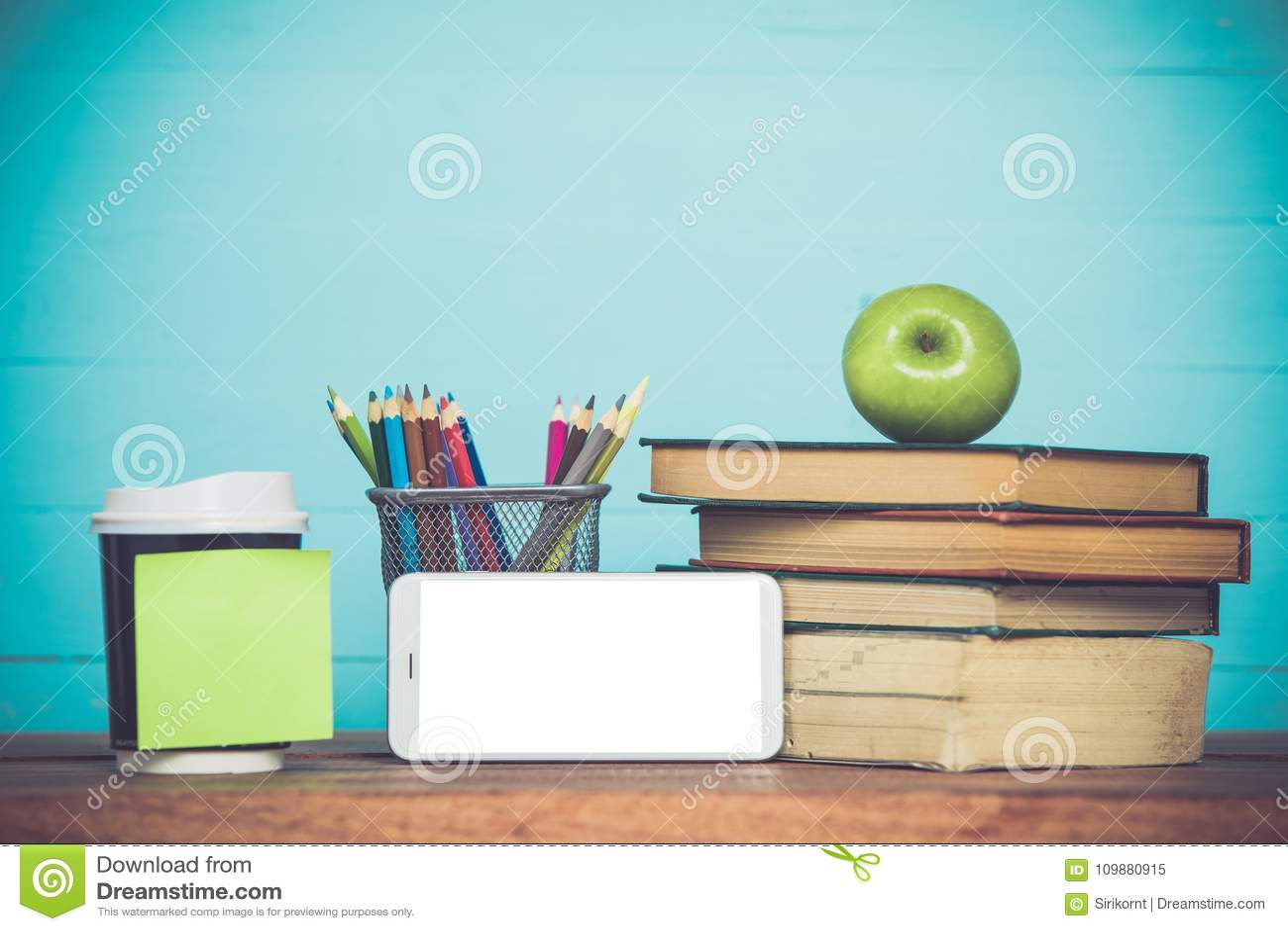 Apple imac & home office workspace free psd mockup firmbee.