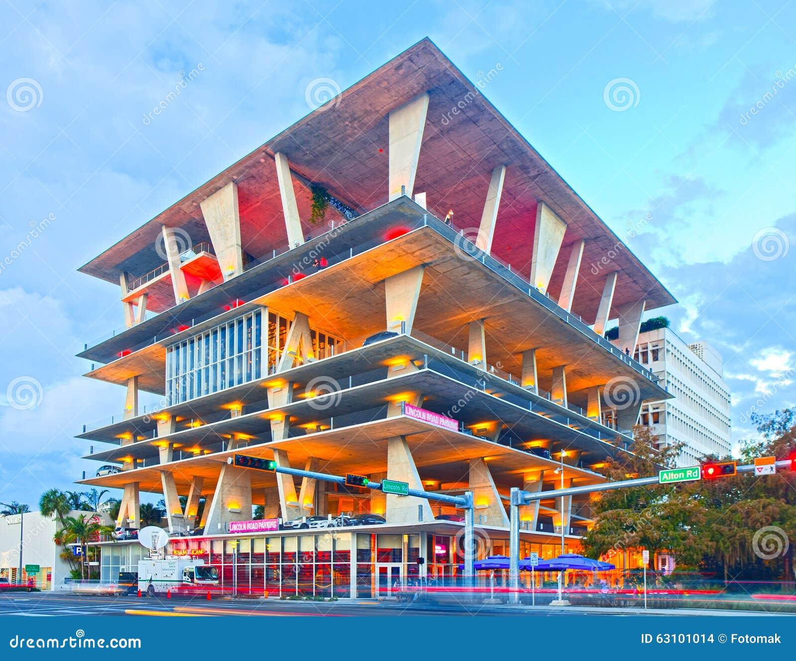 Mixed use building designed by famous architects herzog for Architetti famosi moderni