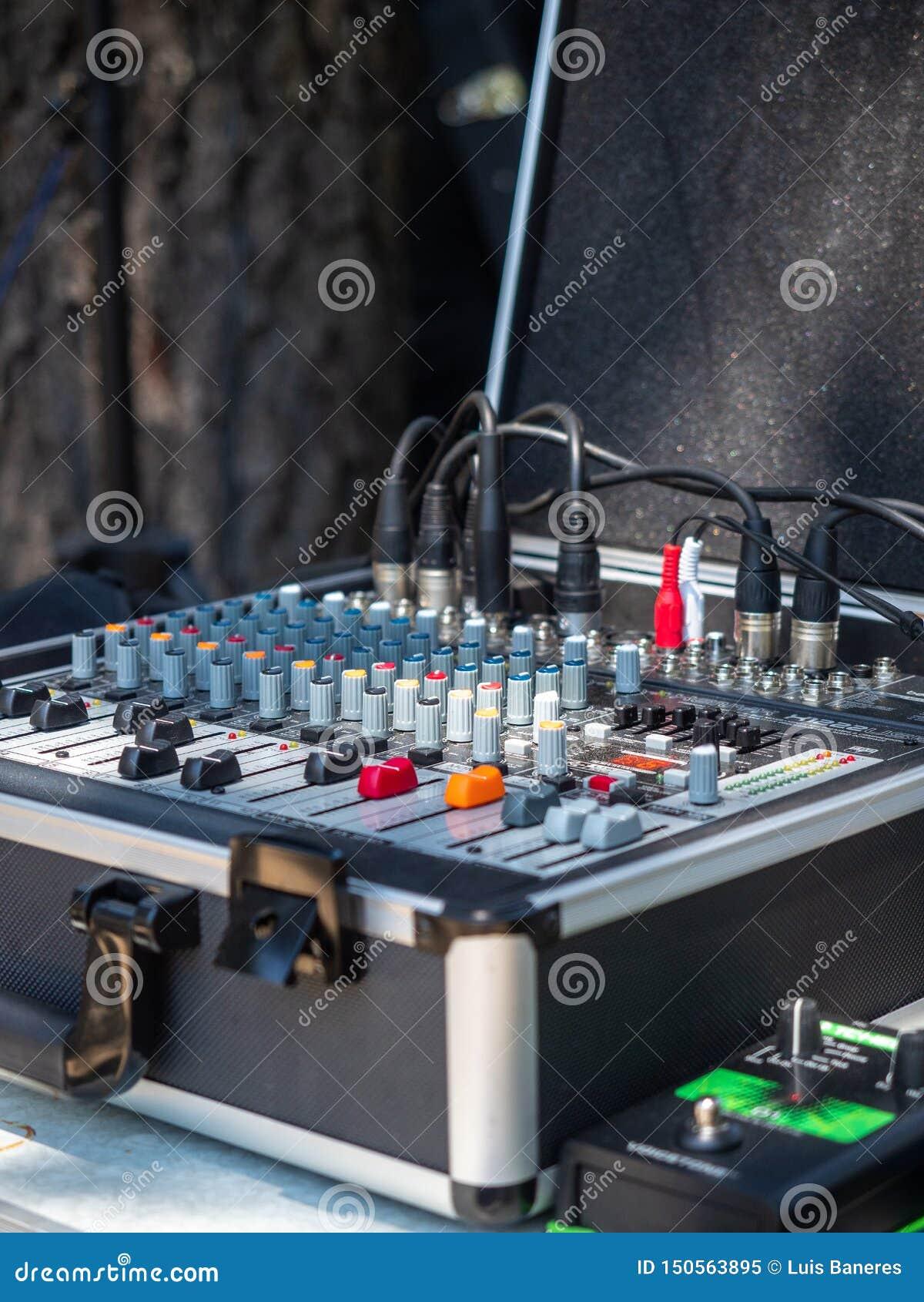 Mixeur son pour le groupe de rock