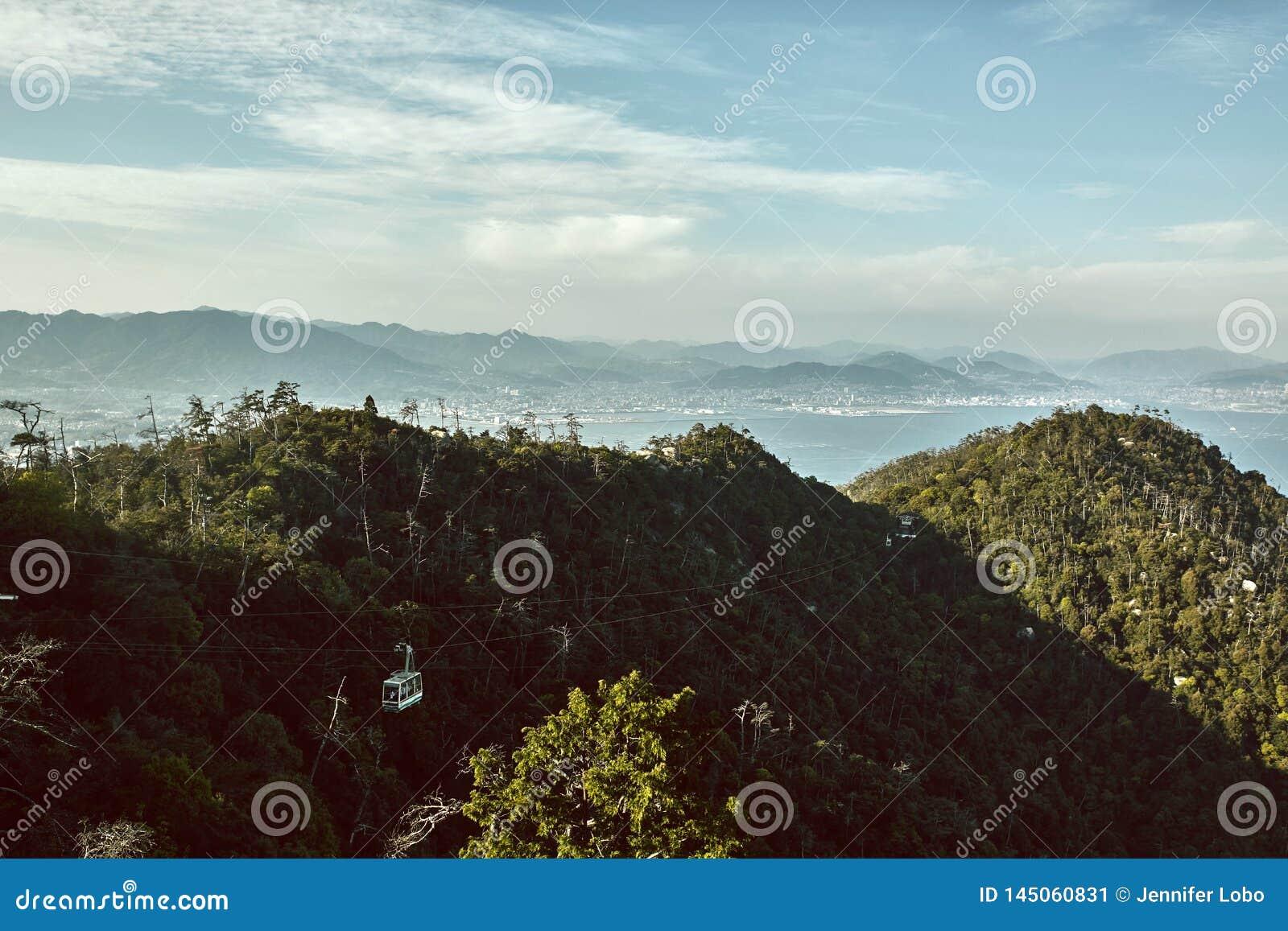 Miyajima, het landschap van Japan hierboven wordt bekeken die van