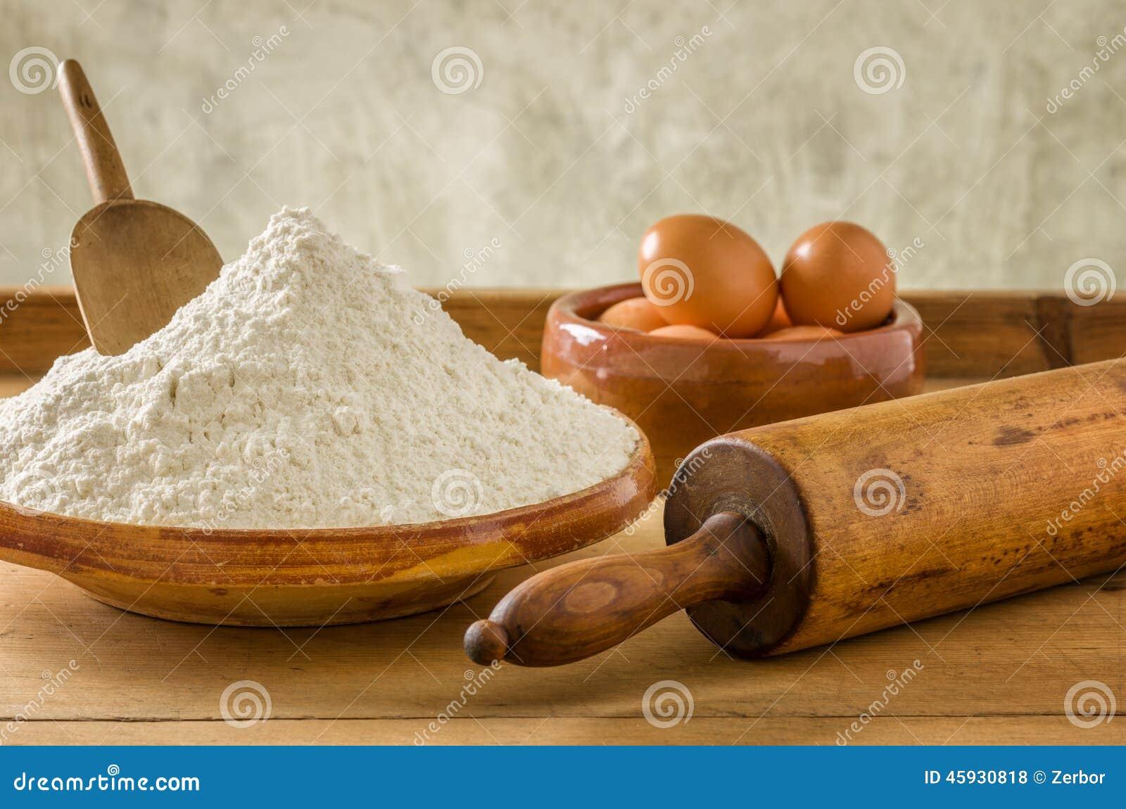 Mjöl, ägg och gammal kavel