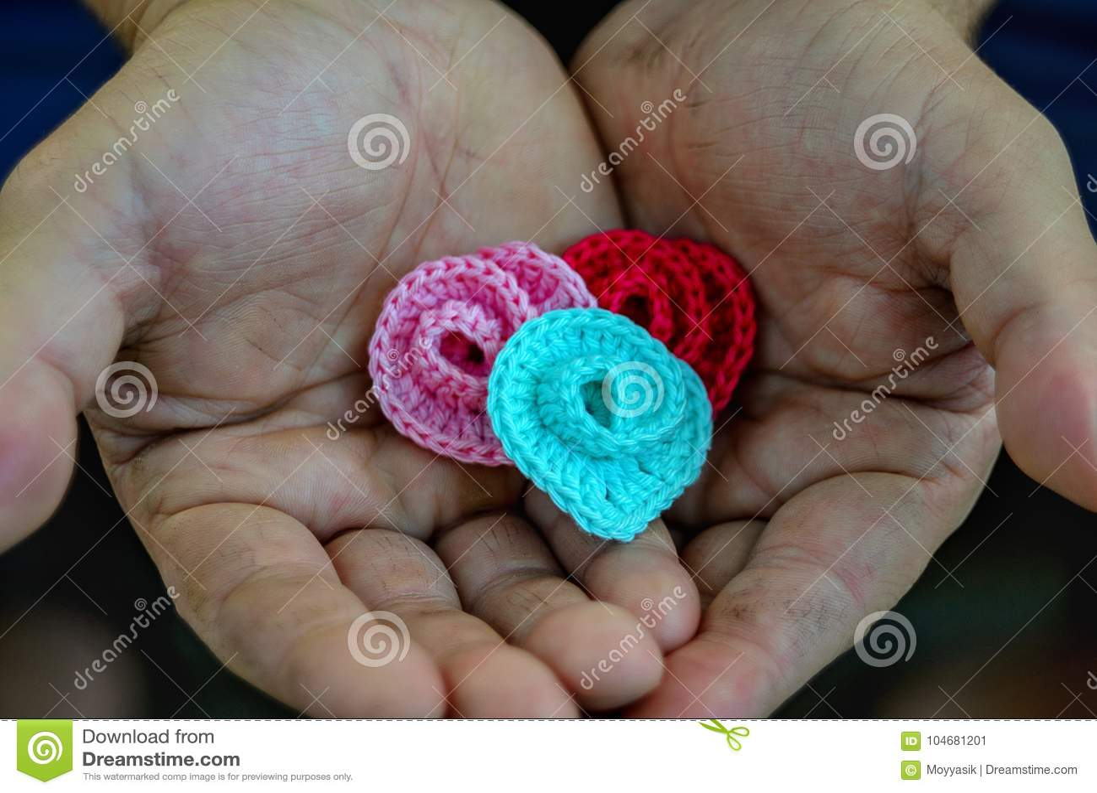 Mjuk gåva i grova händer