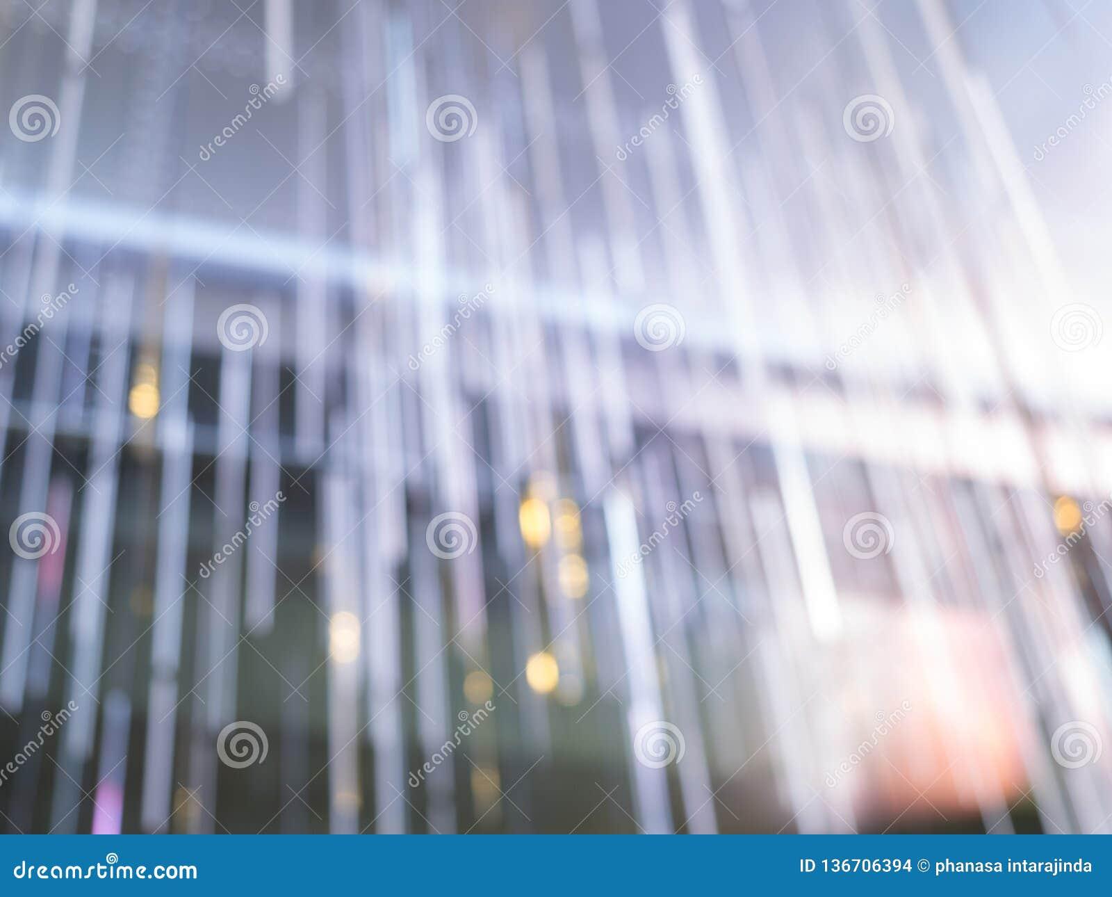 Mjukt solljus i rummet och gardinen, morgonsolskenkänsla kopplar av, varmt ljus