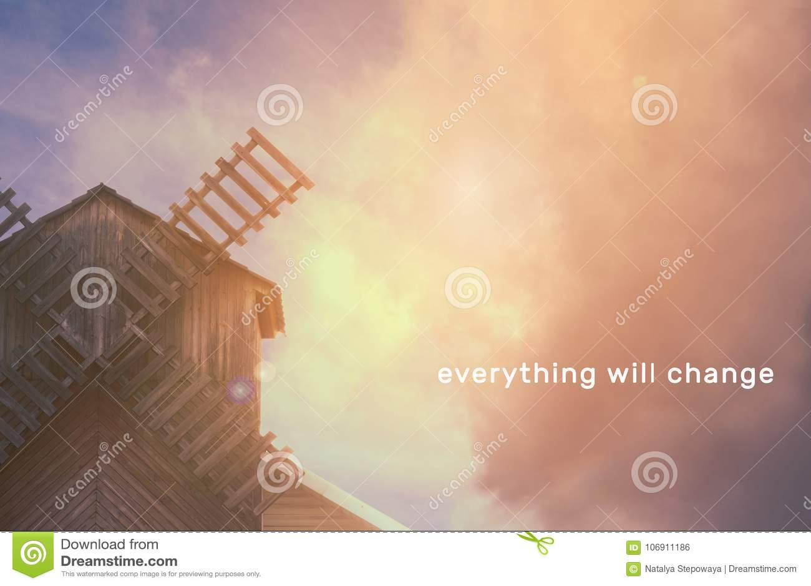 Mleje na tle piękny niebo z chmurami, miejsce dla teksta