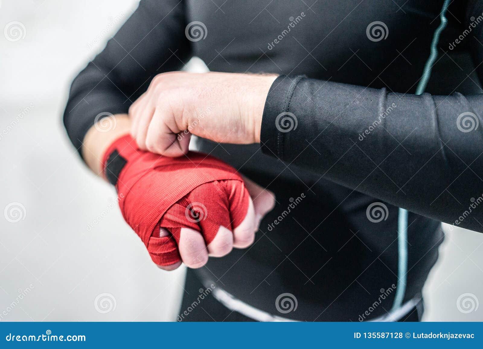 vânzare cu reduceri cel mai bun furnizor super speciale MMA Boxing Fighter Putting Hand Wraps On Hands Stock Photo - Image ...
