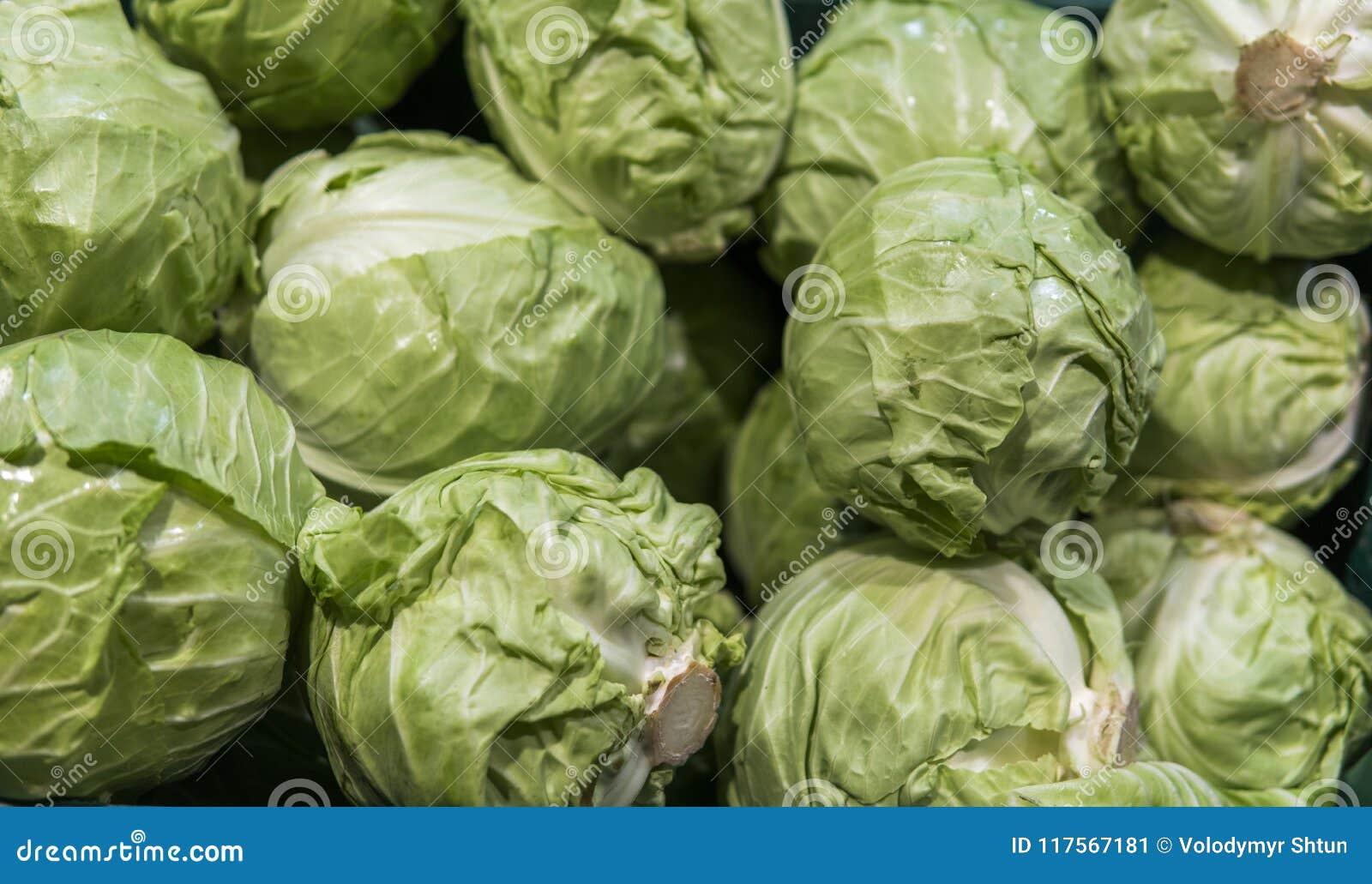 Mnóstwo kapusta przy rynkiem tło głowiastej składników żywności Świeża kapusta od rolnego pola Jarski karmowy pojęcie Zdrowy