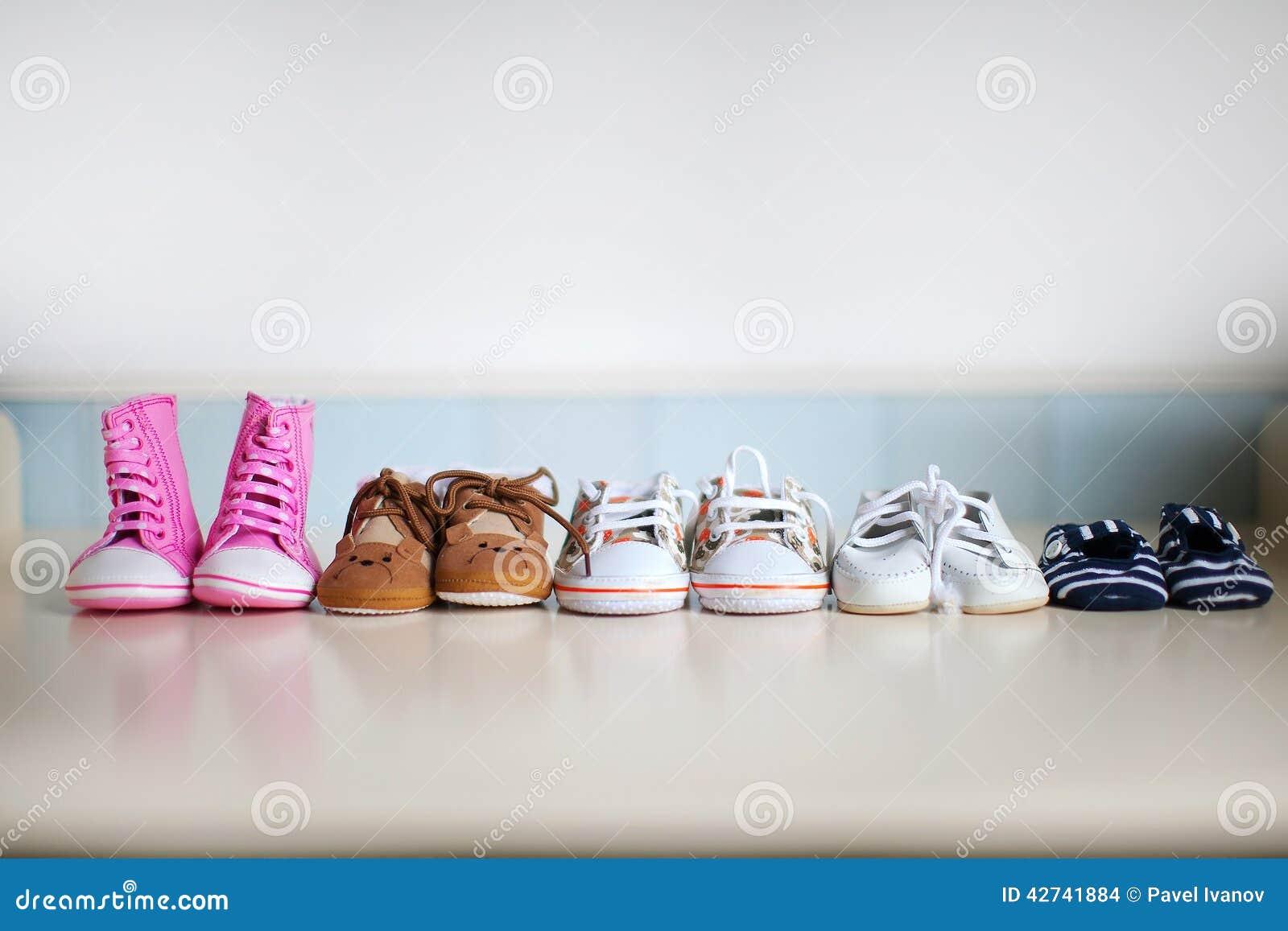 Många Barns Skor Arkivfoto Bild 42741884