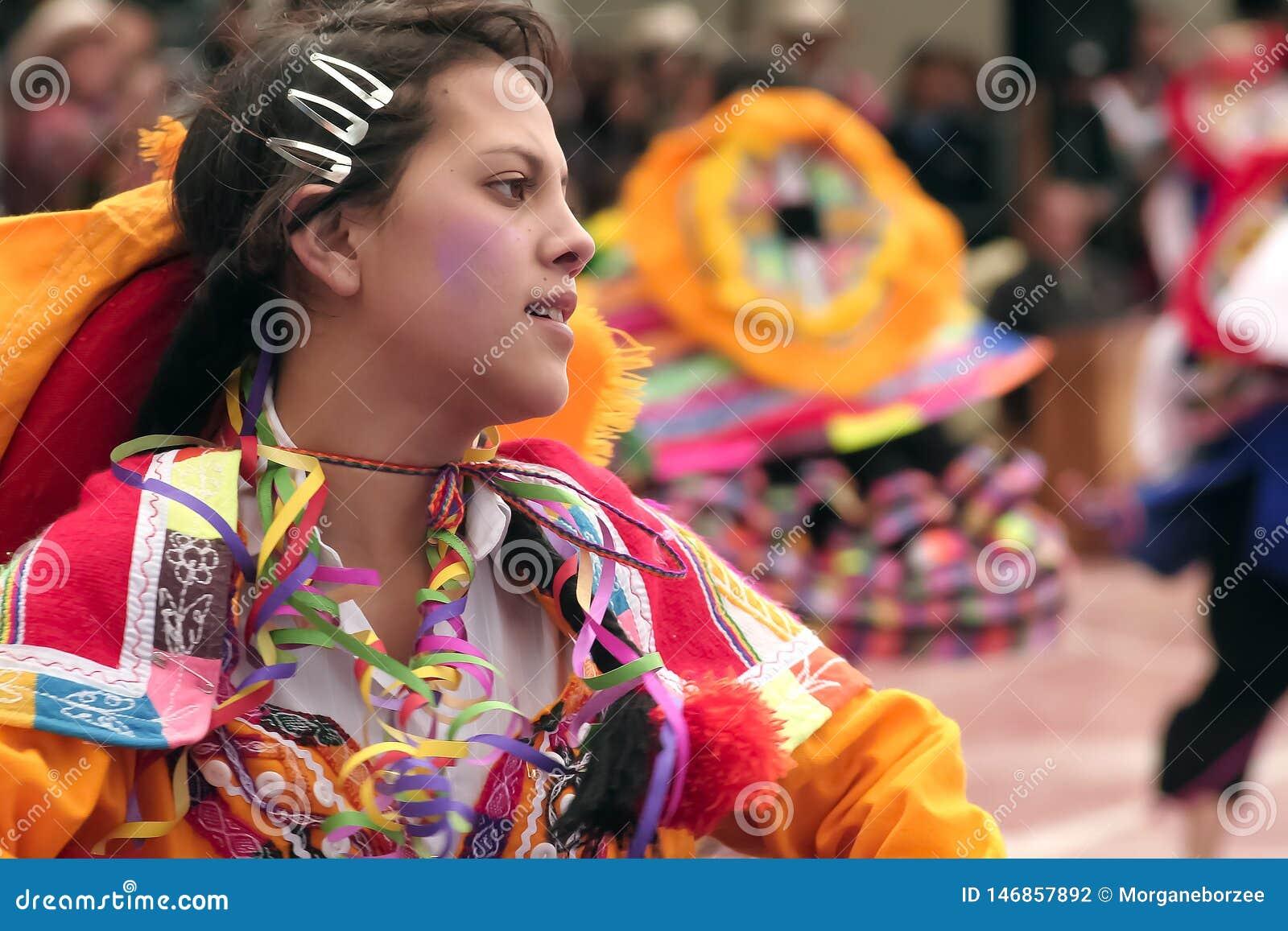 Mo?a peruana nativa que dan?a ?Wayna Raimi ?
