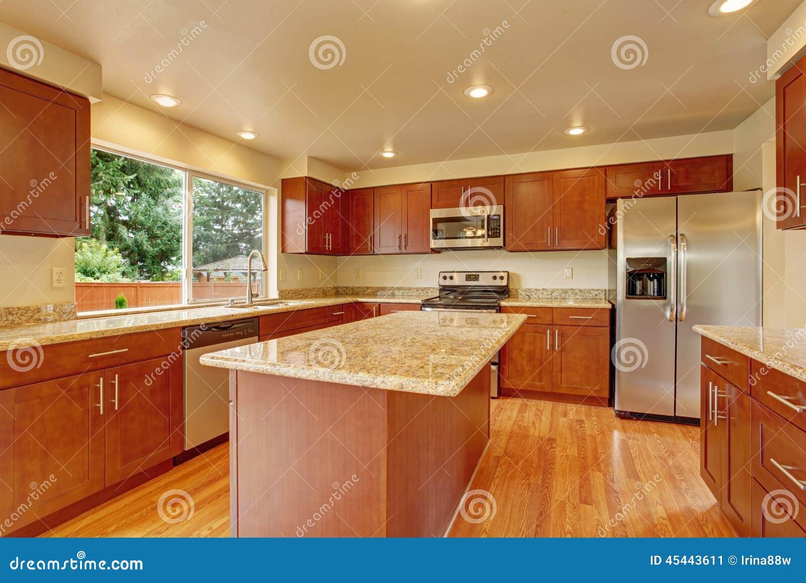Mob Lia Da Cozinha Com A Ilha Na Casa Vazia Imagem De Stock Imagem