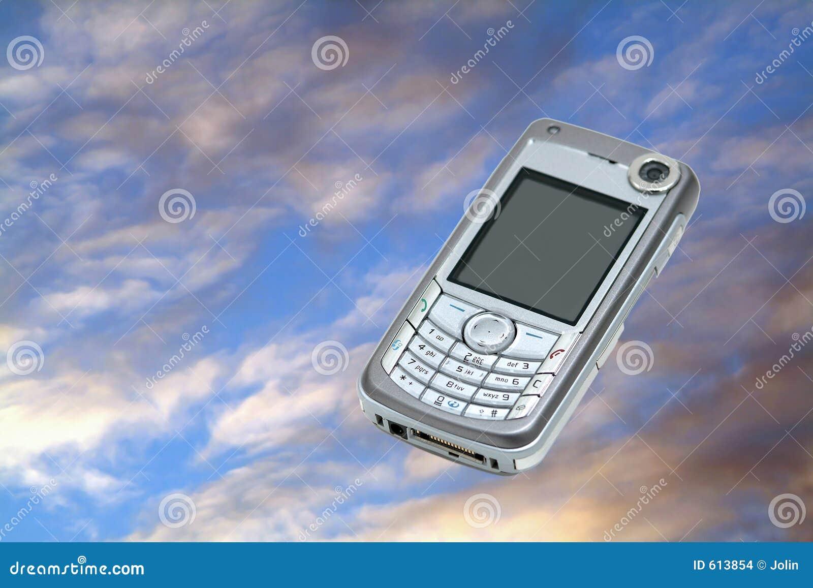 Mobiele telefoon op hemel