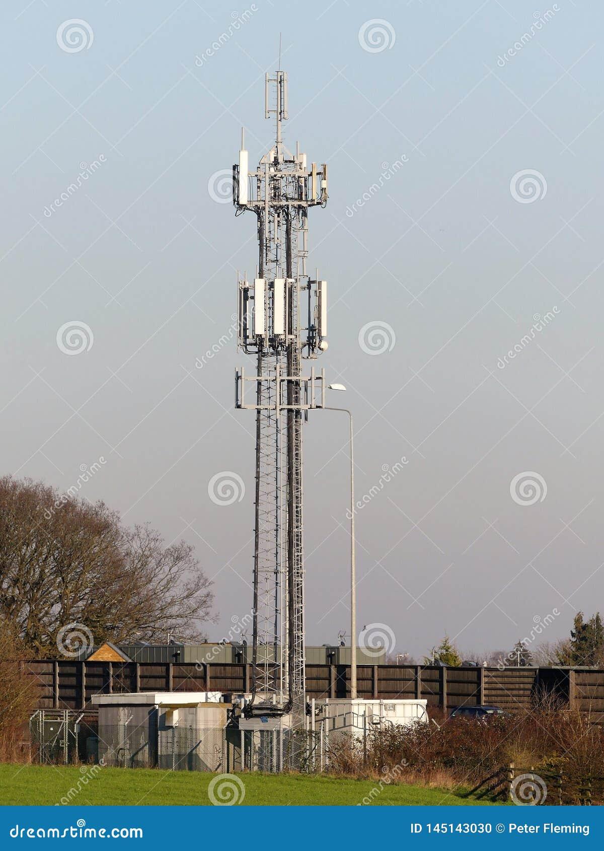 Mobiele Telefoonmast door M25 Motorway, Rickmansworth