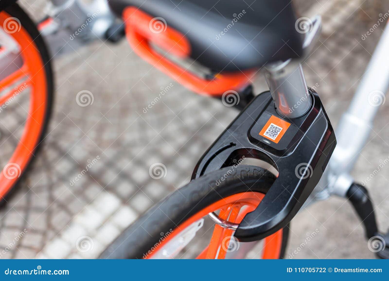 Mobikefietsen, Openbare die fiets op openbaar gebied voor touris wordt geparkeerd