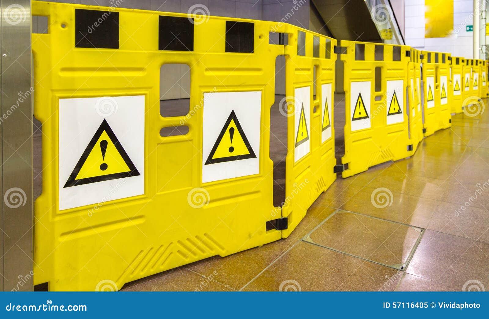 Mobila barriärer med utropstecken