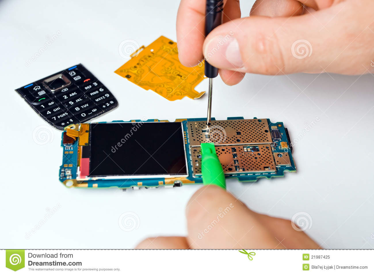 How to Start a Cell Phone Repair Business