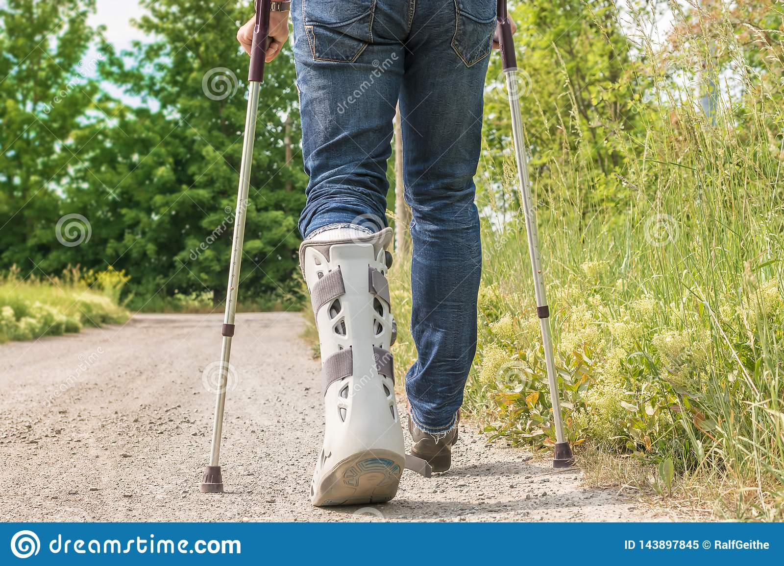 Mobility through medical technology using the example of an orthopedic orthosis on the lower leg