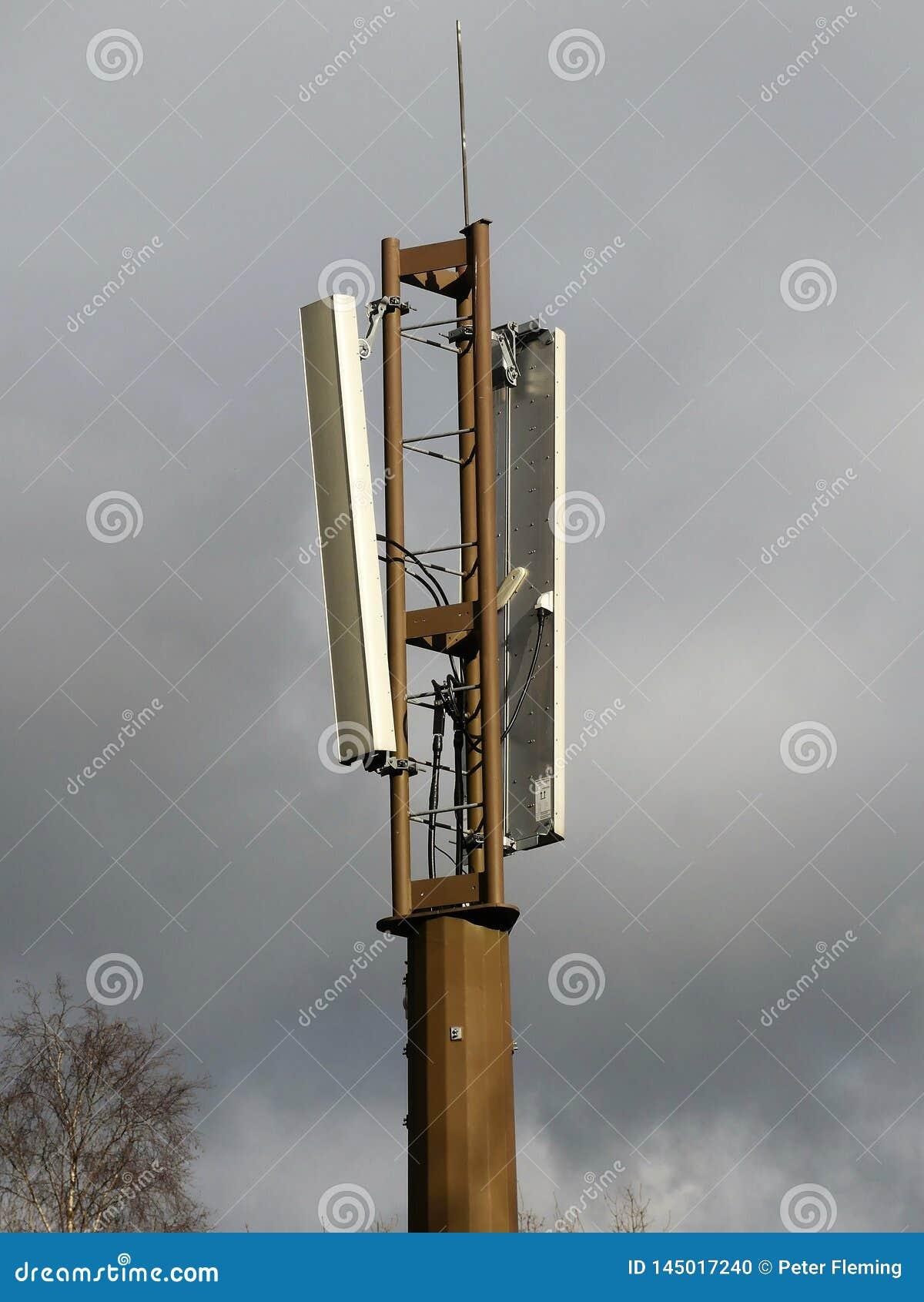 Mobiltelefonmast vid den järnväg linjen, Chorleywood