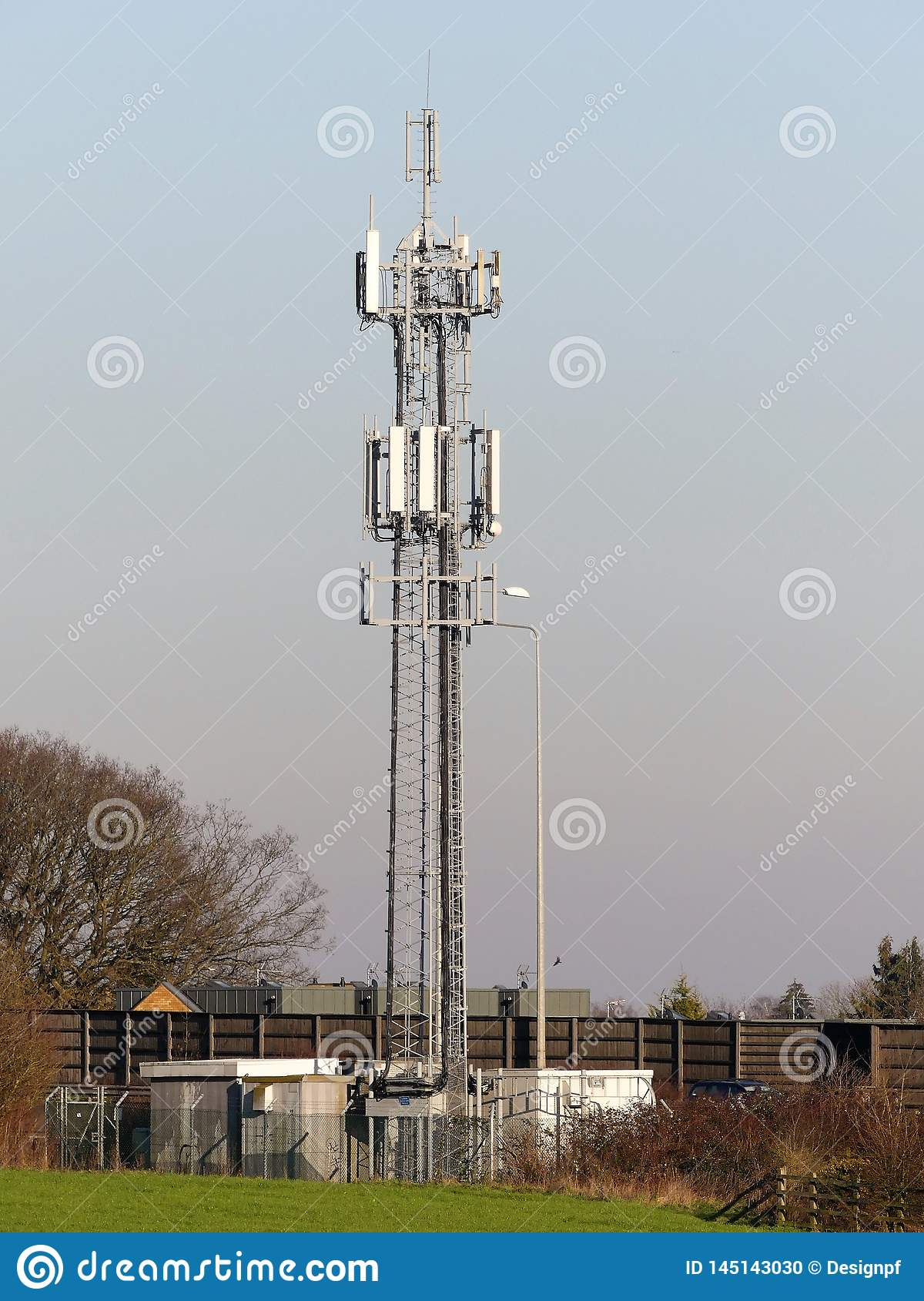 Mobiltelefonmast vid M25 motorwayen, Rickmansworth