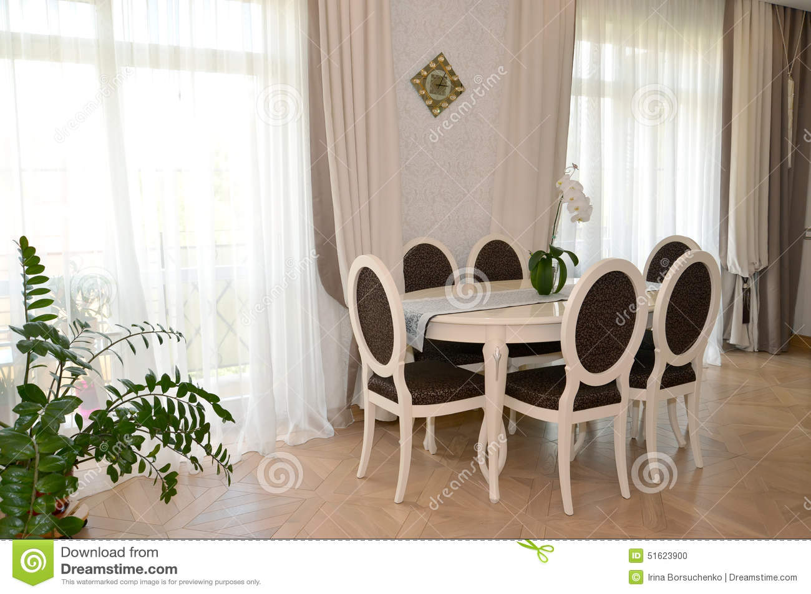 Sala De Estar Moderna Branca ~ Mobília Branca Em Uma Sala De Estar Clássica Moderna Foto de Stock