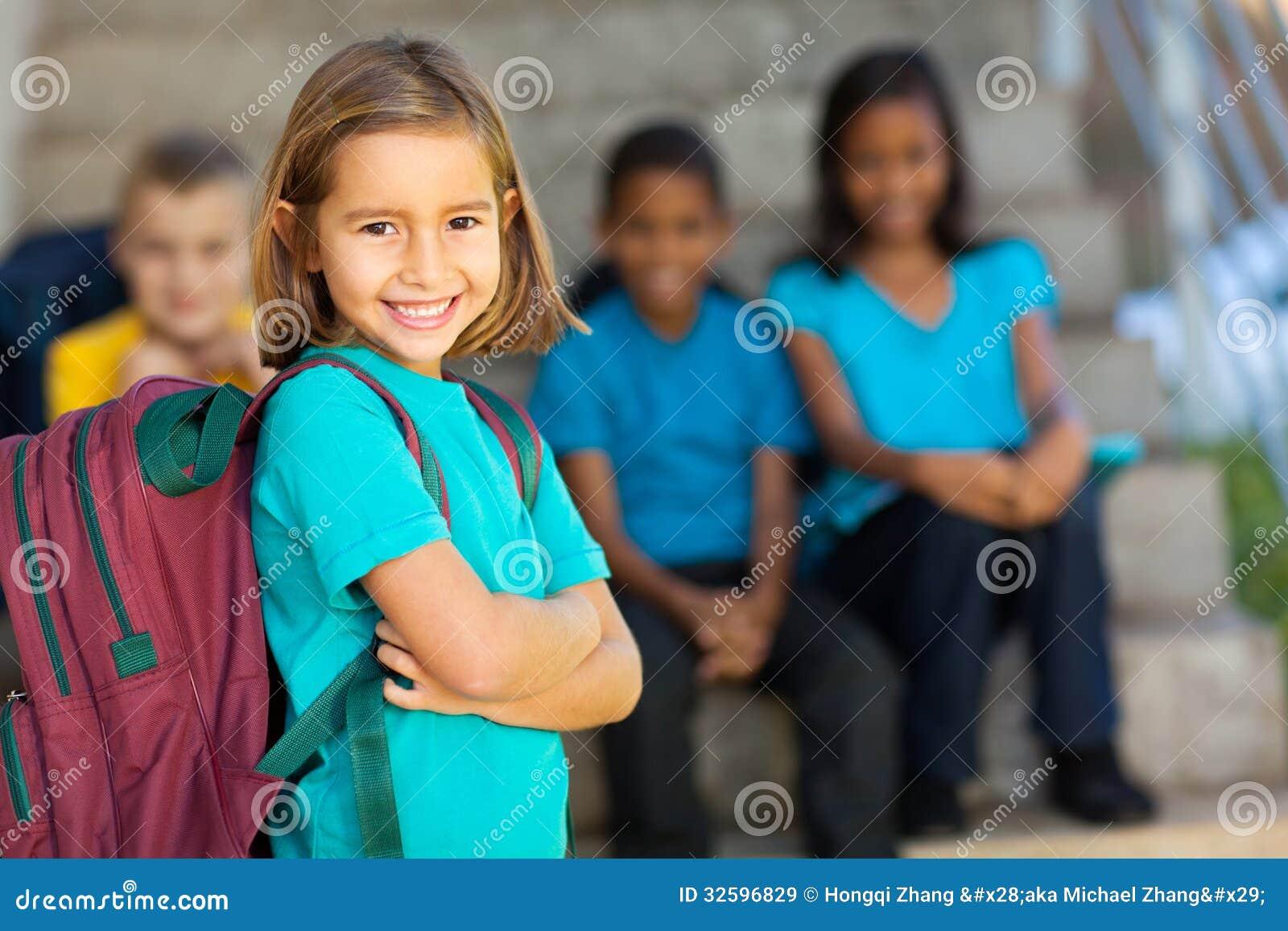 Mochila preescolar de la muchacha