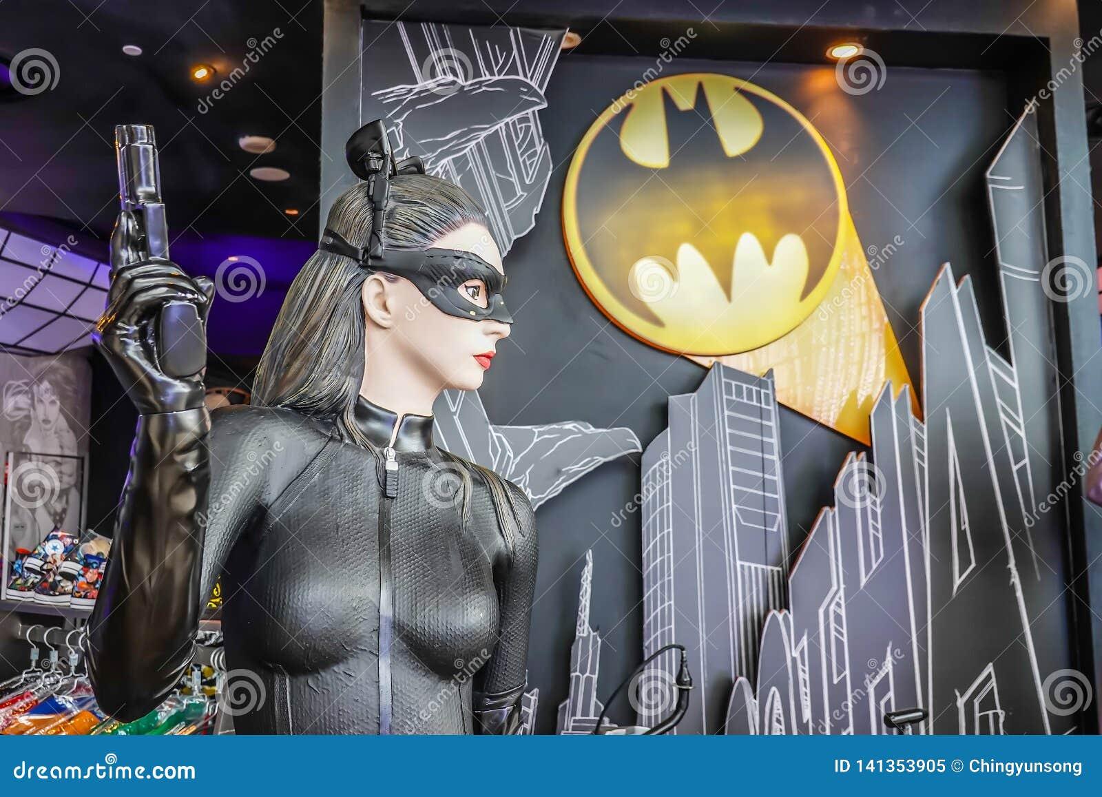 Modèle de Cat Woman du film Batman contre l aube de Superman des affichages de justice aux magasins chez Marina Bay Sands