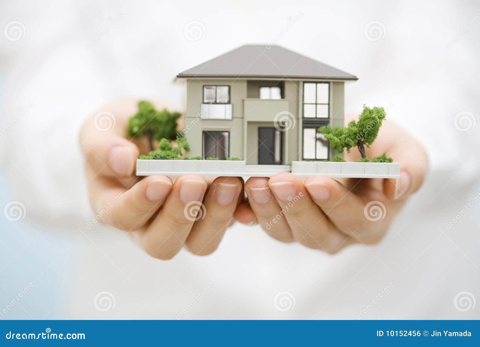 Modèle de maison de main