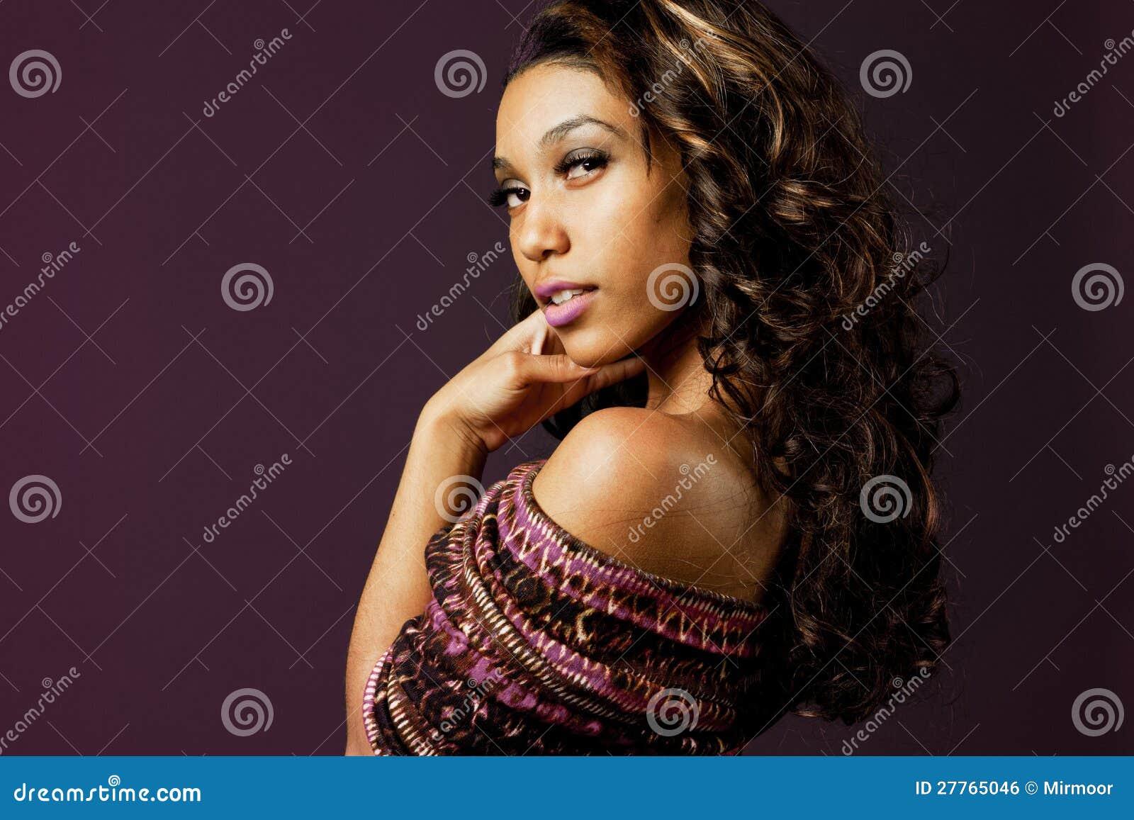 Modèle de mode d African-american.