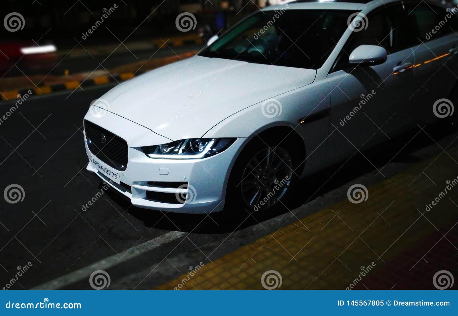 Modèle de voiture de xe de Jaguar nouveau