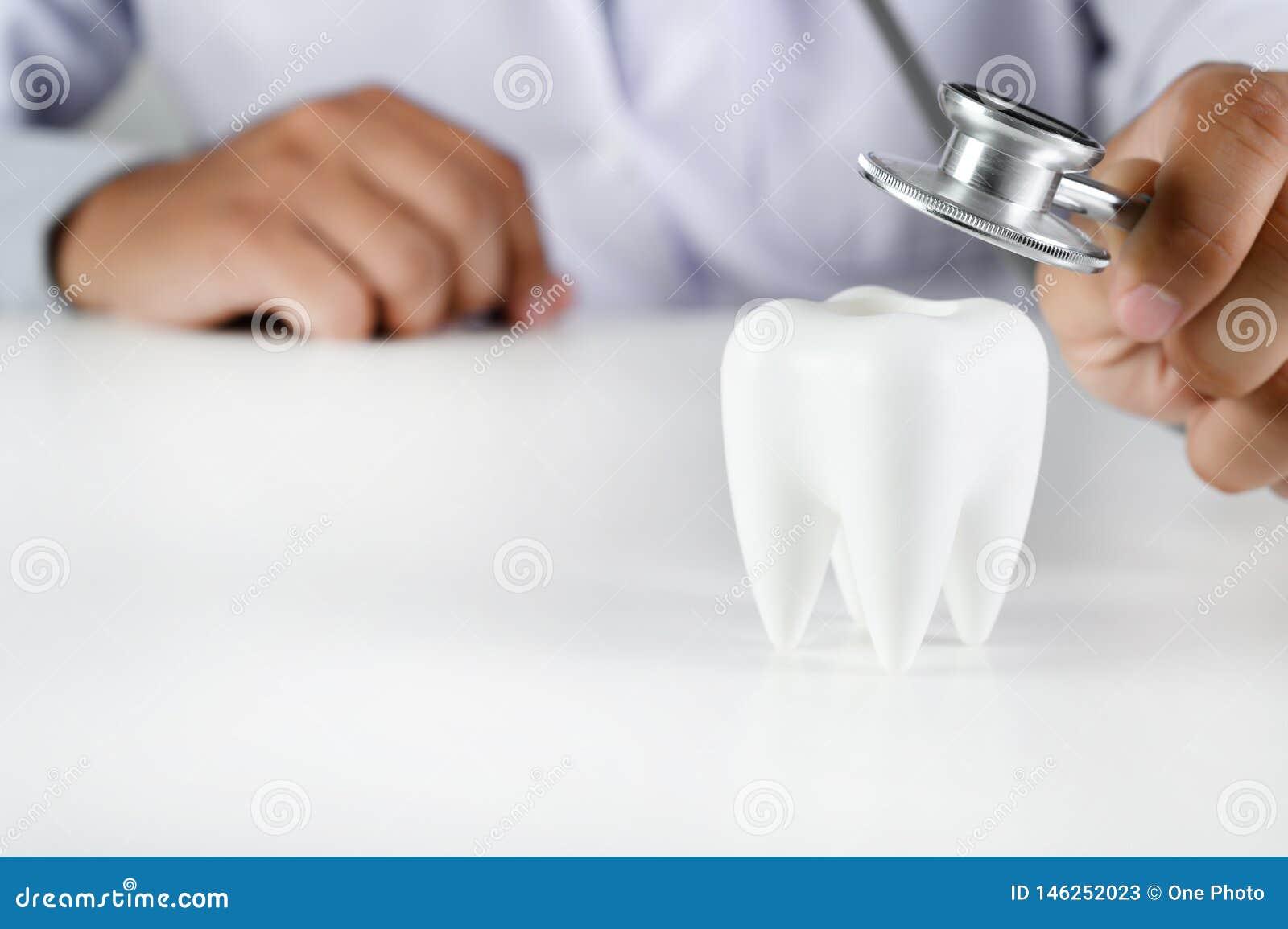 Modèle dentaire de concept dentaire et outils dentaires de dentiste d hygiène d équipement dentaire