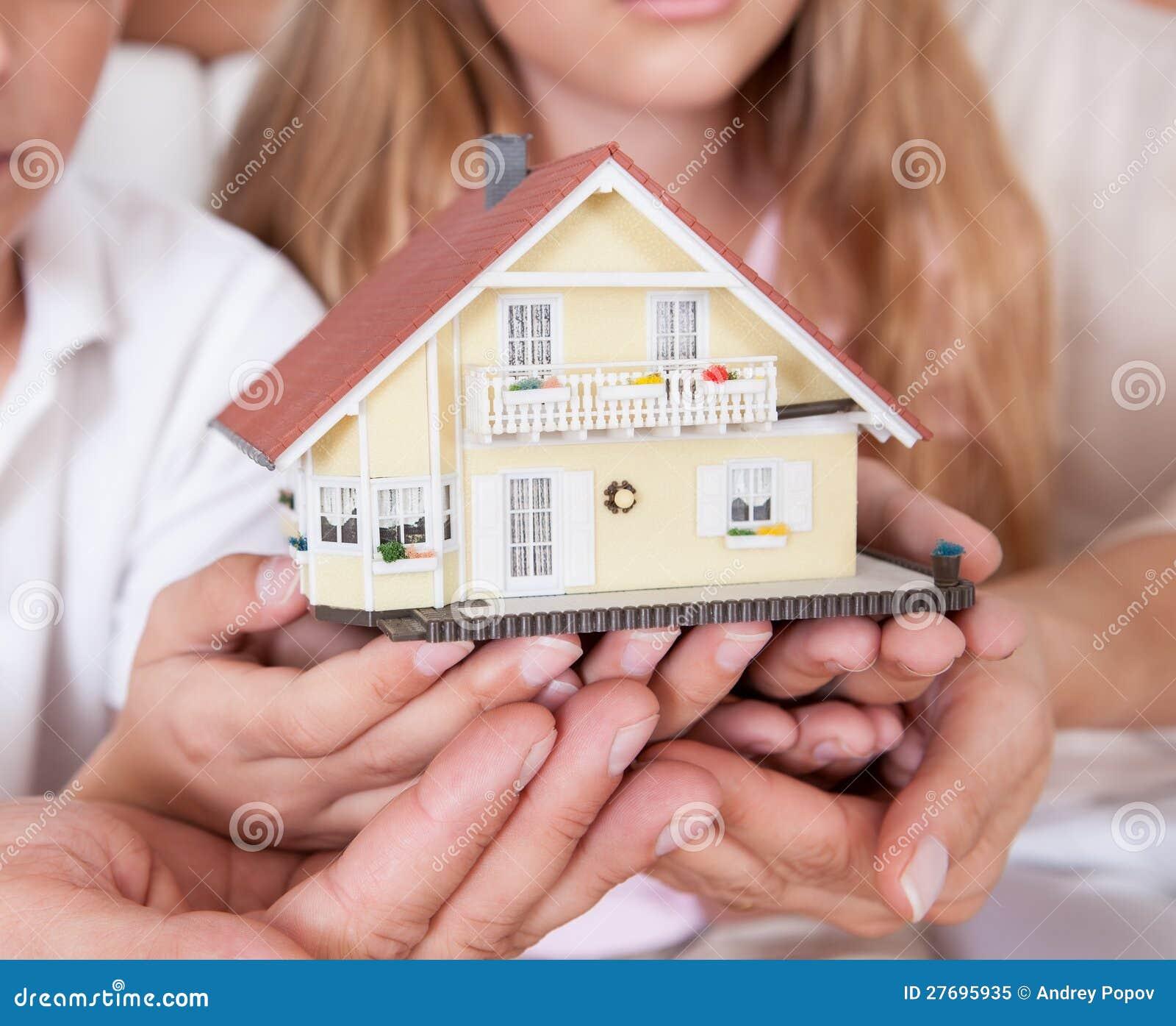 Modèle miniature se reposant de fixation de famille de Chambre