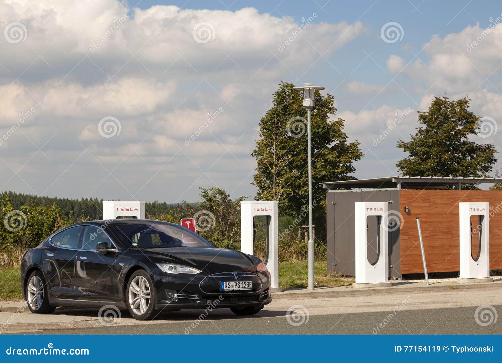 Modèle S de Tesla au surchauffeur