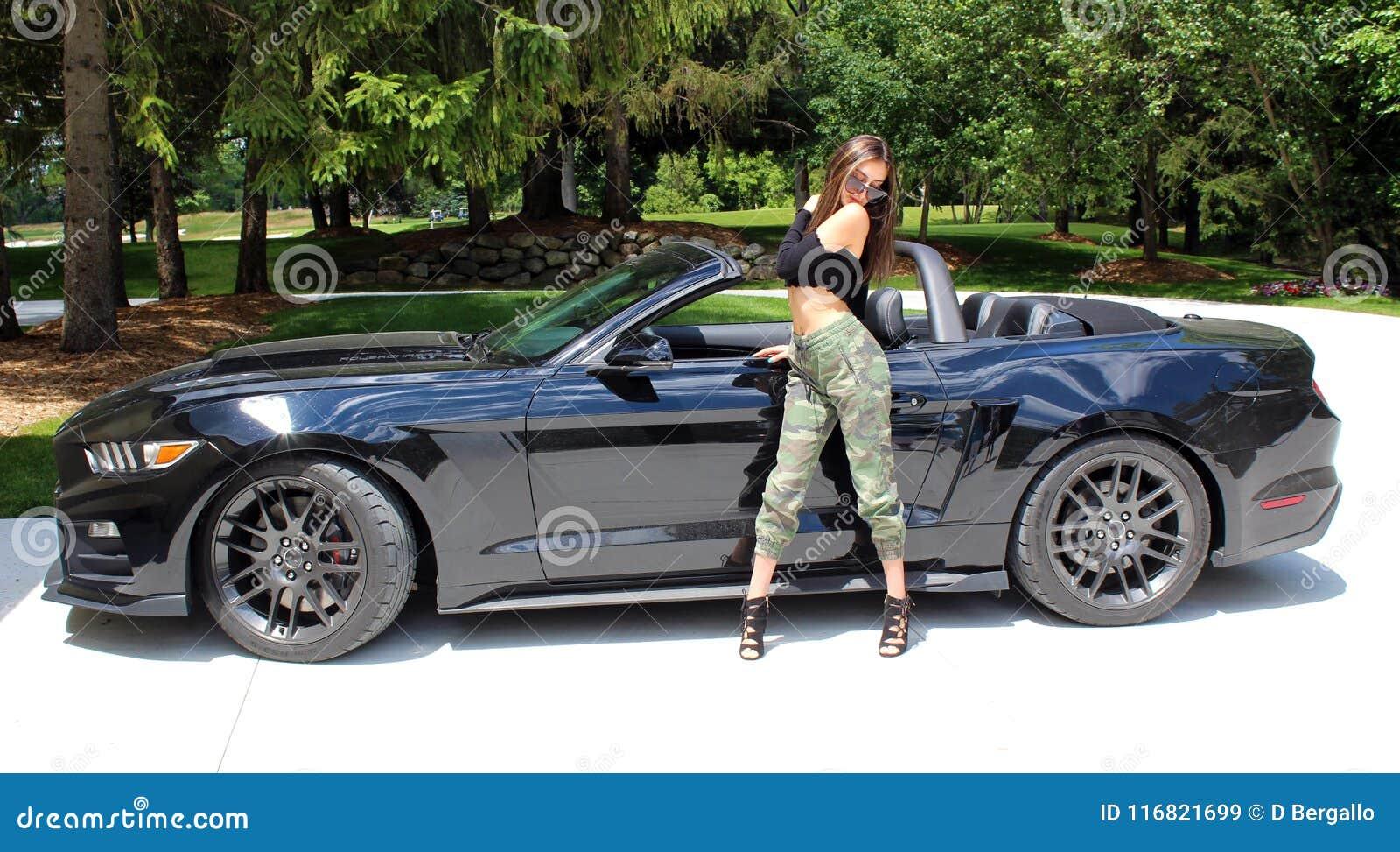 Voiture De Sport >> Modele Sexy Dans Fille De Voiture De Sport La Belle Avec Une