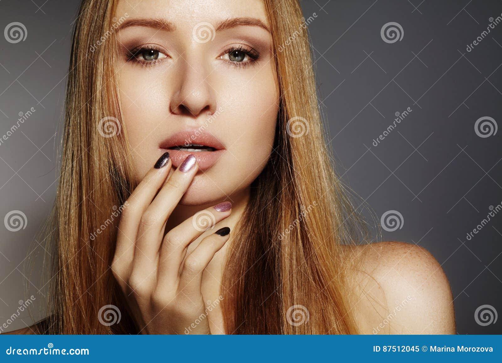 Moda Długie Włosy Piękna Blond Dziewczyna Zdrowy Prosty