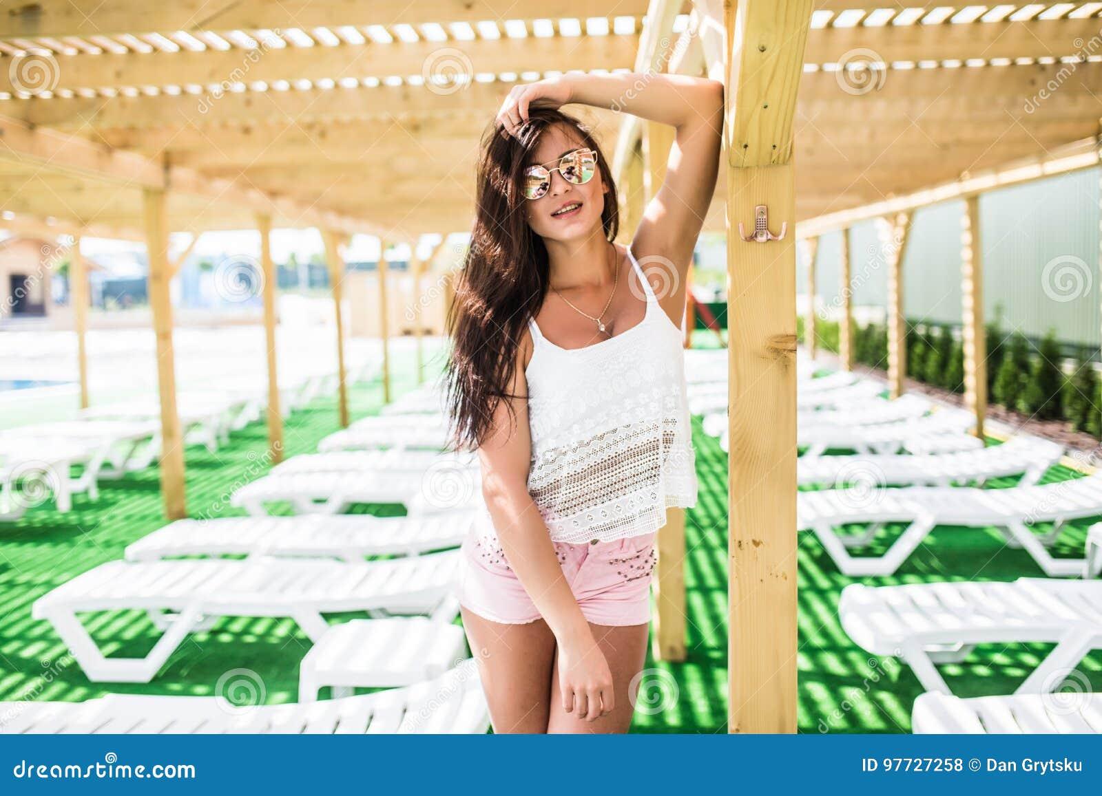 De De Sexy Féminin With Femme Modèle Body D été Fit Beau Lunettes Mode 5wfP6 a835a8502cc