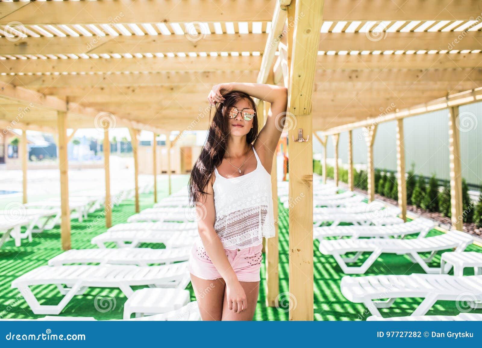Mode D été De Femme Beau With Fit Body Modèle Féminin Sexy a6dba38ed70