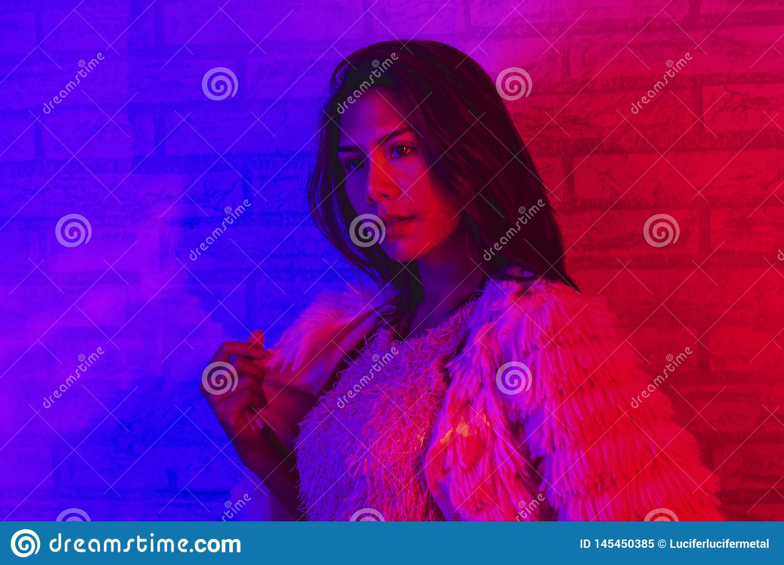 baby Gutscheincode exquisiter Stil Mode De Portrait D'une Femme Asiatique Dans La Lumi?re N?on ...