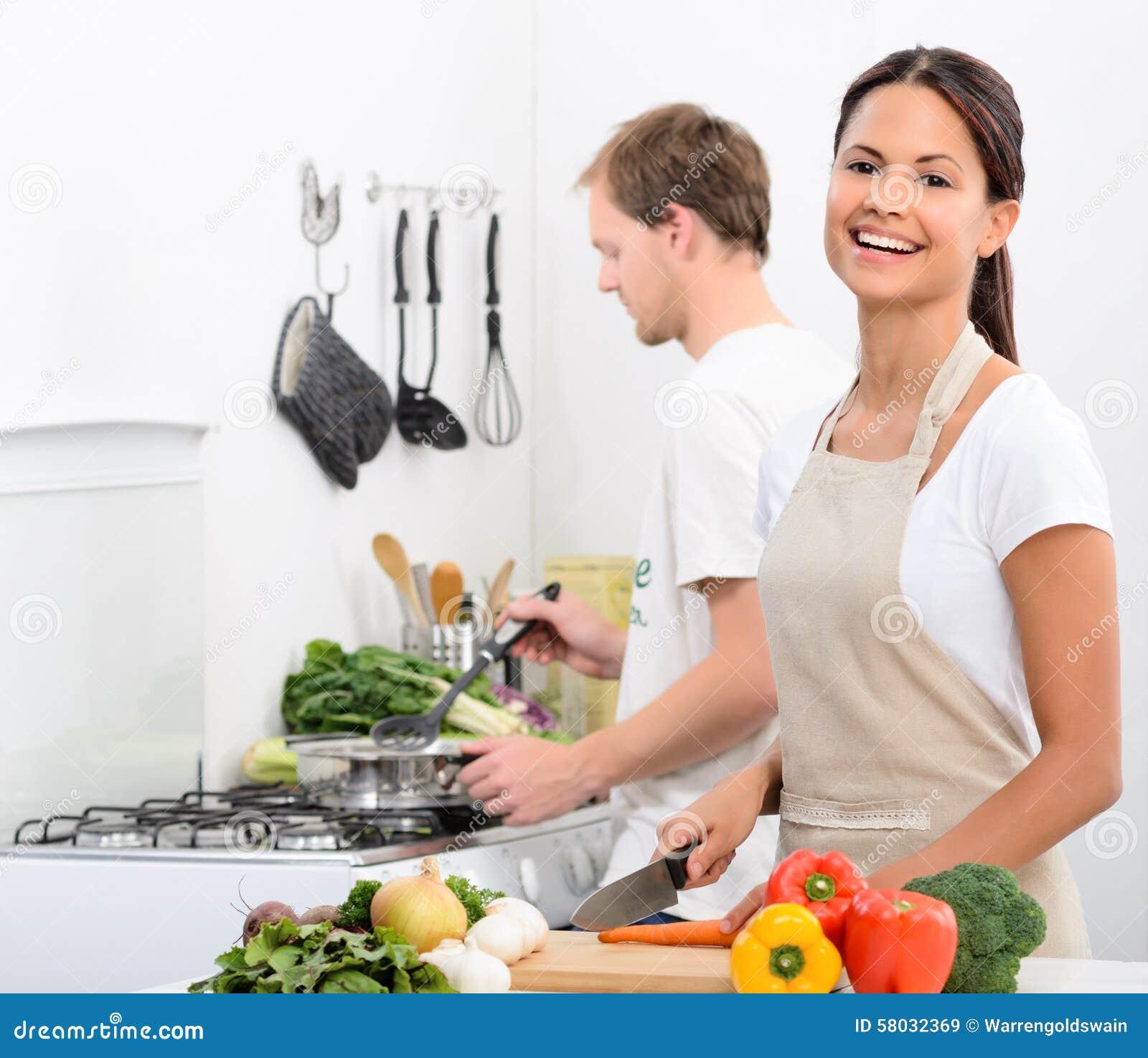 Mode de vie vivant sain heureux dans la cuisine