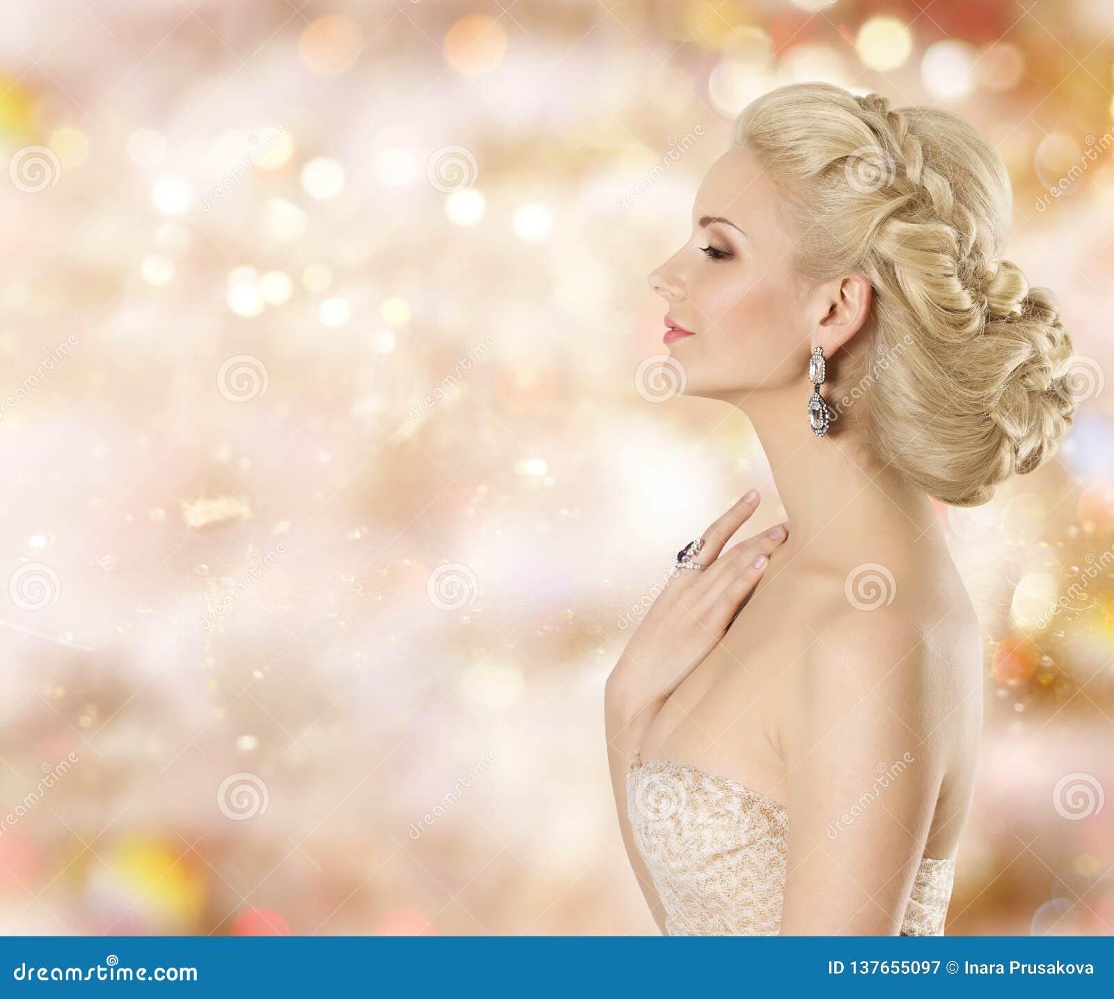 Mode-Modell Beauty Portrait, elegante Frauen-Schmuck, schönes Mädchen, das kosmetisch riecht