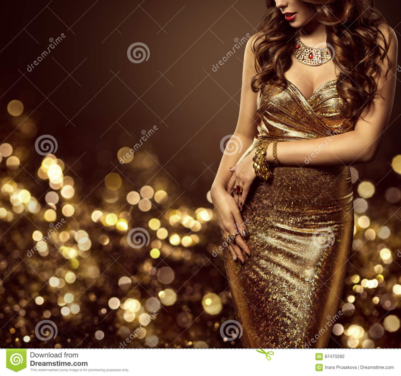 Mode-Modell Body im Goldkleid, Frauen-elegantes goldenes Kleid