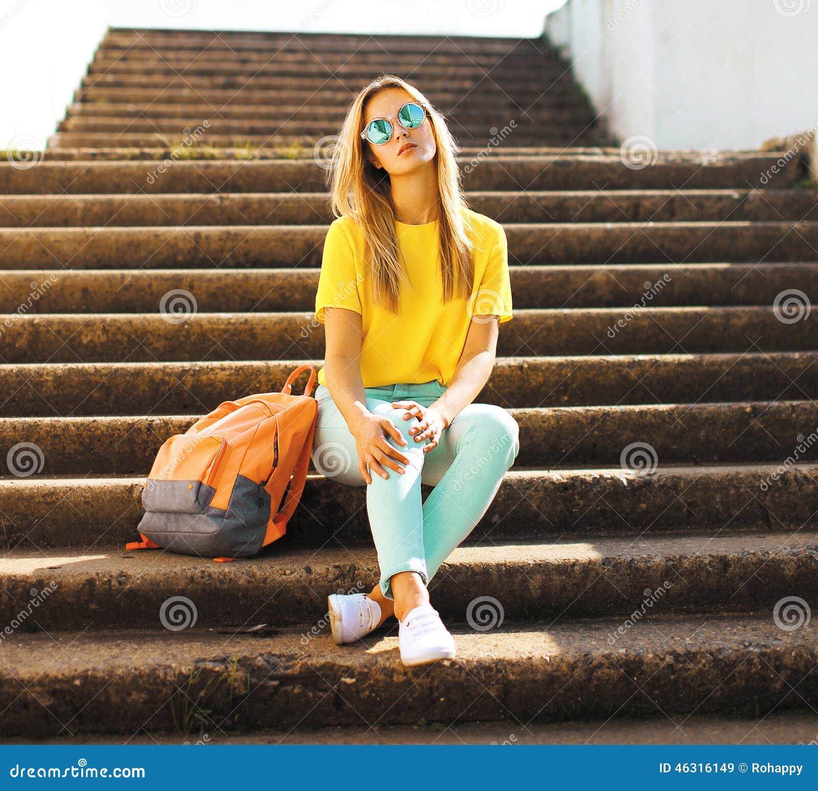 Mode och folkbegrepp - stilfull nätt flicka