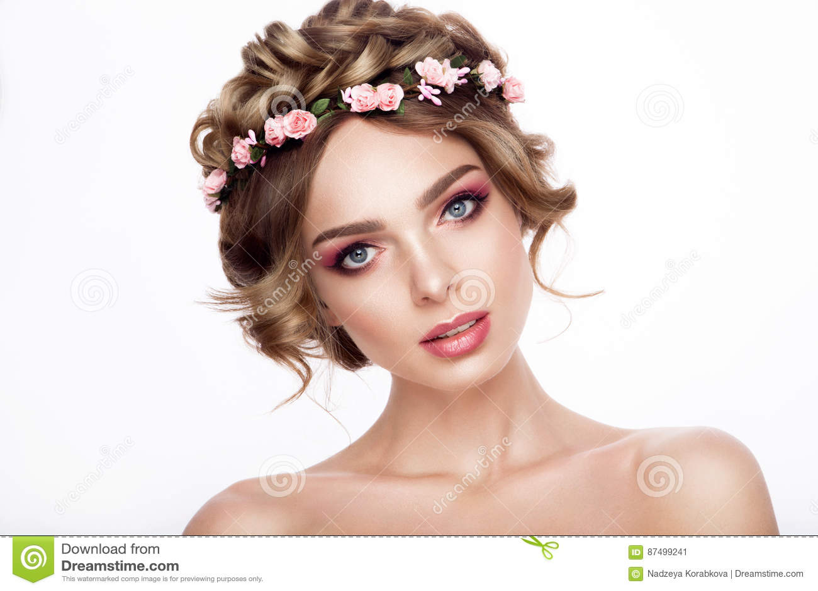 Mode Schonheits Modell Girl Mit Dem Blumen Haar Braut Perfekte