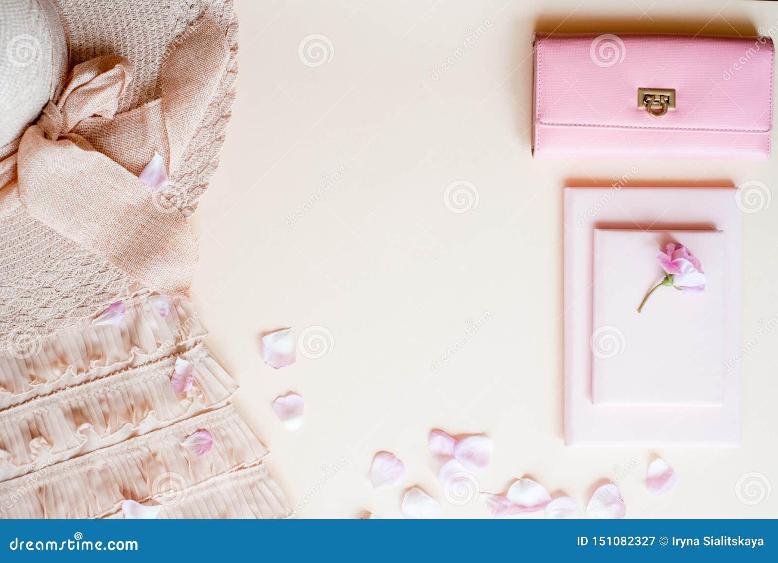 Modedam Accessories Set Falt l?gger stilfull handv?ska brushes smink reflekterande solrossolglas?gon Smycken och spikar polermede