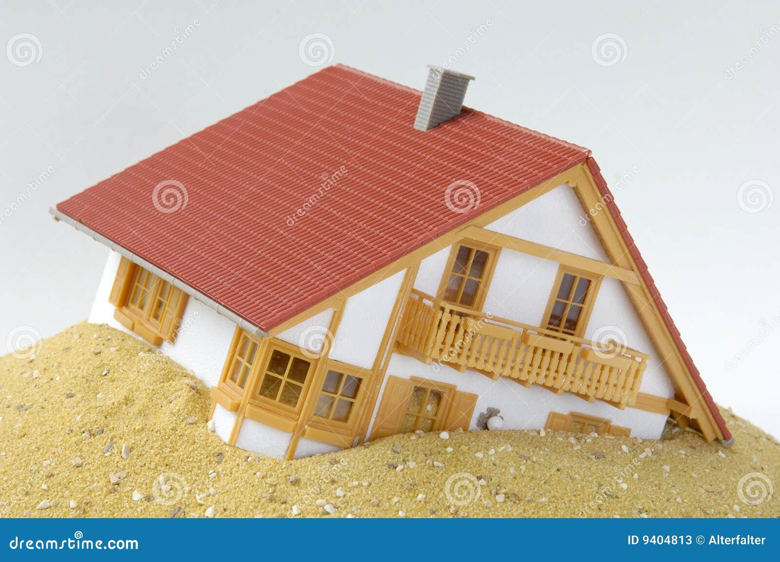 Model huis in zand stock foto 39 s afbeelding 9404813 - Foto huis in l ...