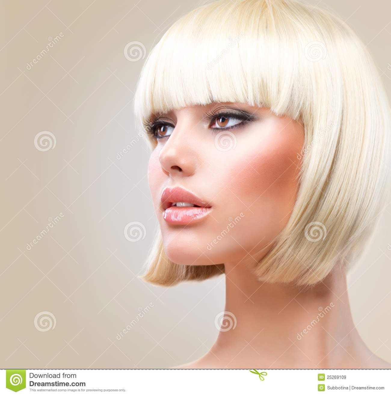 Model with short Blond hair