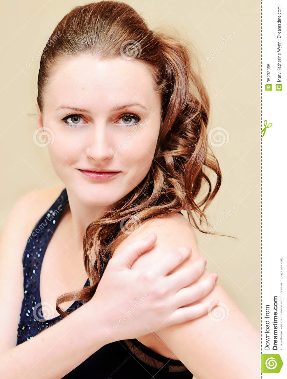 Model with side ponytail hairstyle